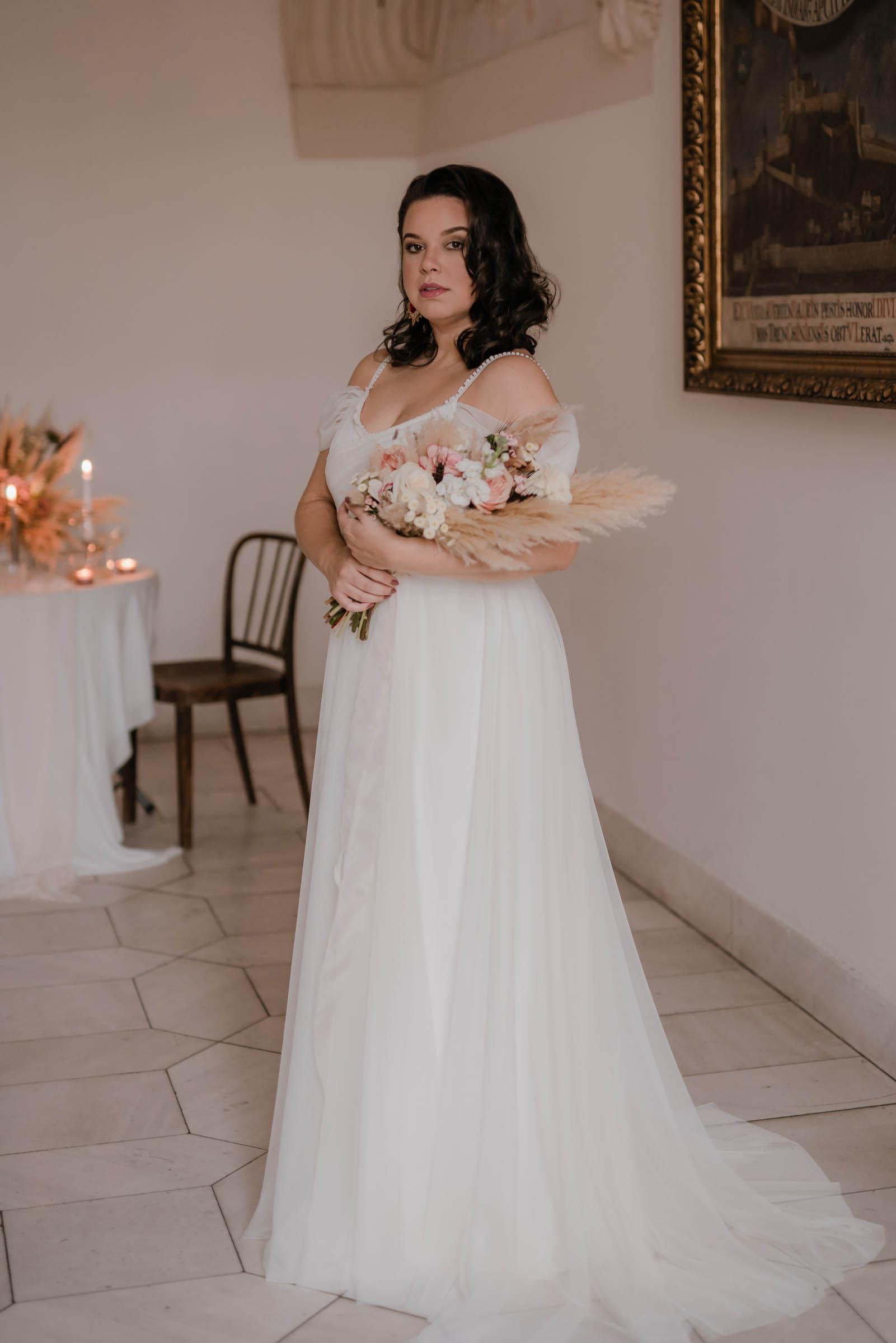 boho-svadobne-saty-veronika-kostkova-wedding-atelier-2019-tia-2