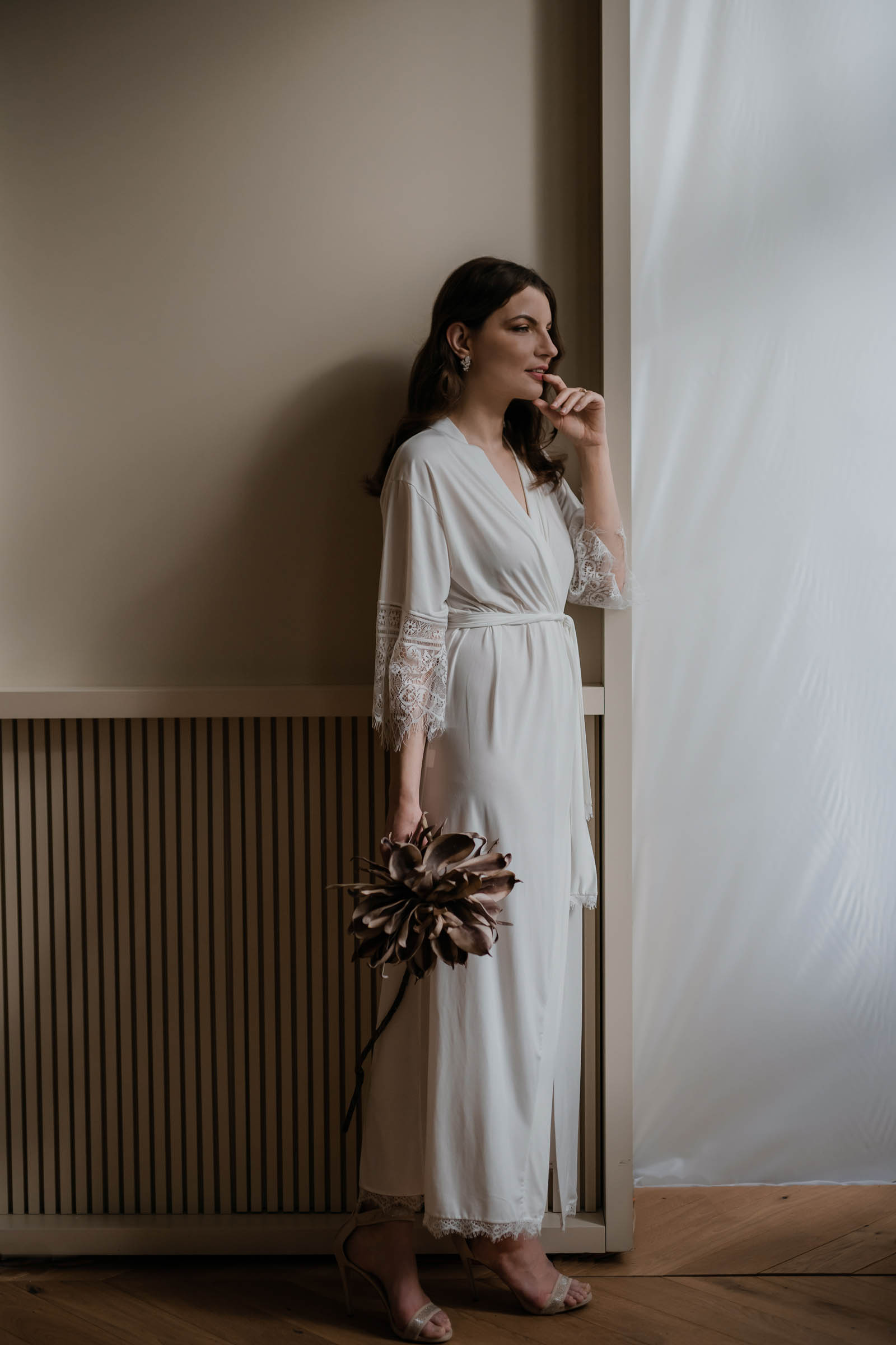 veronika-kostkova-wedding-atelier-unique-accesories-zupan-Nola-ivory-maxi